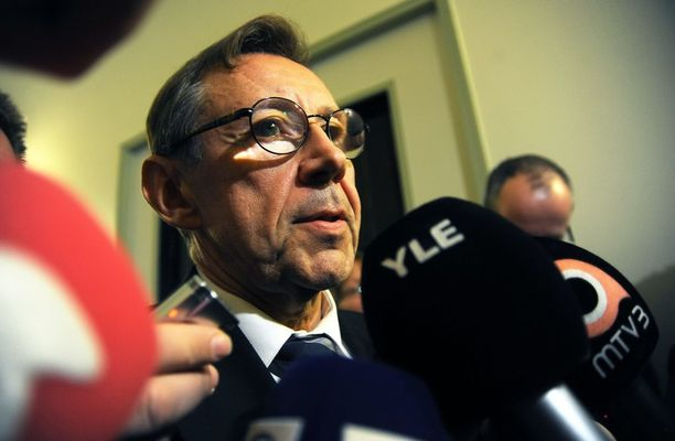 Oikeuskansleri Jaakko Jonkka sanoi HS:lle pitävänsä täysin kestämättömänä, jos hyvän lainvalmistelun periaatteiden syrjäyttämistä yritetään perustella kiireellä ja poliittisella paineella.