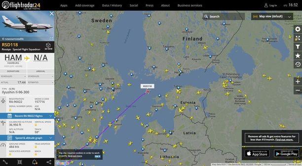 Iljušin-96-300 Itämeren yllä.