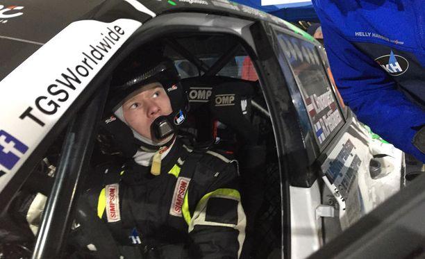 Kalle Rovanperä saa ajaa poikkeusluvalla R5-luokan autoilla Suomessa.