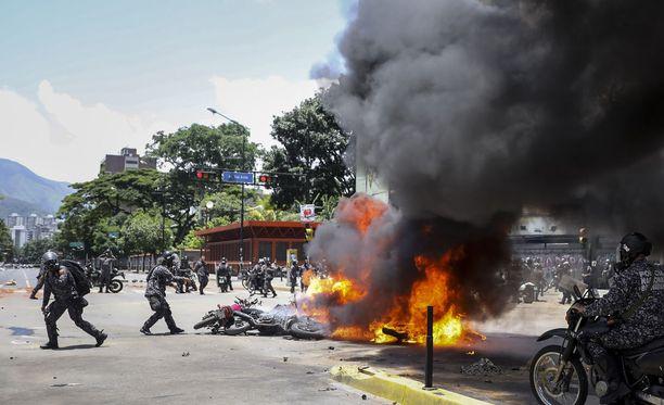 Sunnuntai on ollut levoton Venezuelassa. Kuva maan pääkaupungista Caracasista.