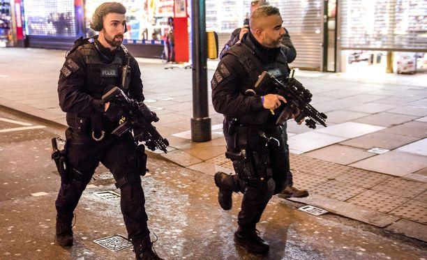 Lontoon poliisi on antanut lisätietoja liittyen Oxford Circusin välikohtaukseen.