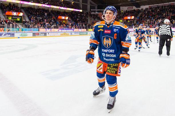 Kristian Kuusela iski kaksi maalia Ässien reppuun.