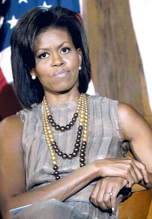 KLASSISTA Isot helmikorut ovat olennainen osa Michellen tyyliä.