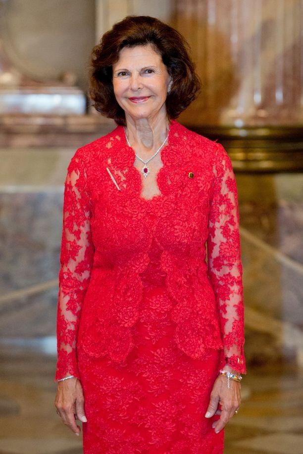 Kuningatar Silvialla on kolme lastenlasta ja neljäs tulossa.