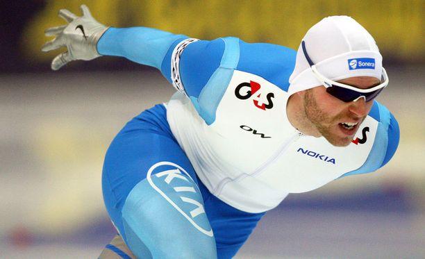 Mika Poutala tähtää kolmen parhaan joukkoon sunnuntaina kauden päättävässä 500 metrin kisassa.