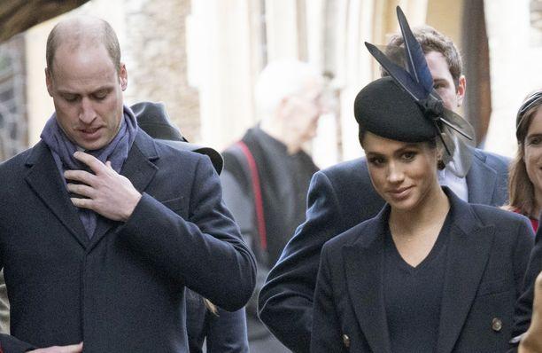 Prinssi William ei välittänyt keskustella Meghanin kanssa, vaan keskittyi sen sijaan kaulahuiviinsa.