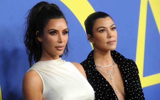 """Kourtney Kardashian kuittailee siskoilleen kuvanmuokkauskikalla: """"Koska minua ei kutsuttu kuvauksiin..."""""""