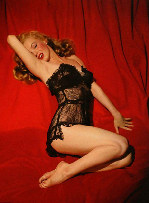Marilynille muokattiin ylle myös pitsinen yöpaita.