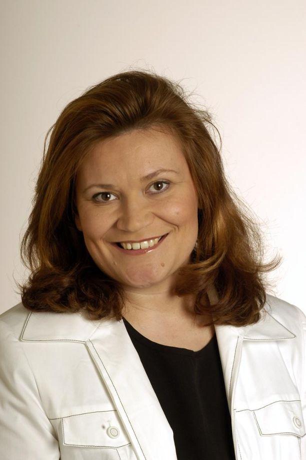 Kesken parhaimman työiän ja uranousun keskustan kansanedustaja Susanna Haapoja sai aivoverenvuodon ja kuoli leikkauksesta huolimatta. Hän oli perheetön ja vanhempiensa ainoa lapsi. Kuva vuodelta 2003.