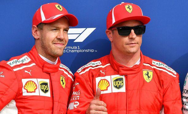 Kimi Räikkönen on tehnyt viime vuosina useita uhrauksia tallinsa ja tallitoverinsa Sebastian Vettelin hyväksi. Nyt Italiassa uskotaan, että John Elkannin viesti Ferrari-uran päättymisestä sai Räikkösen muuttamaan toimintatapojaan täysin.