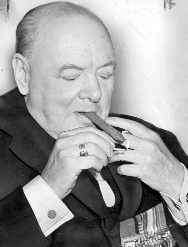 Winston Churchill kuvattiin usein sikari suussa.