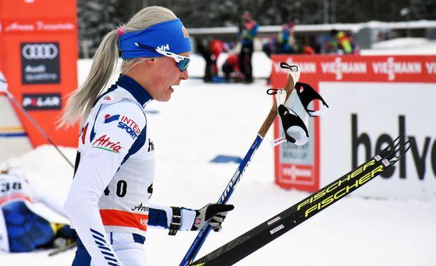 Anne Kyllönen teki ohimarssin median haastattelualueen läpi maanantain Tour de Skin kolmannen etapin jälkeen.