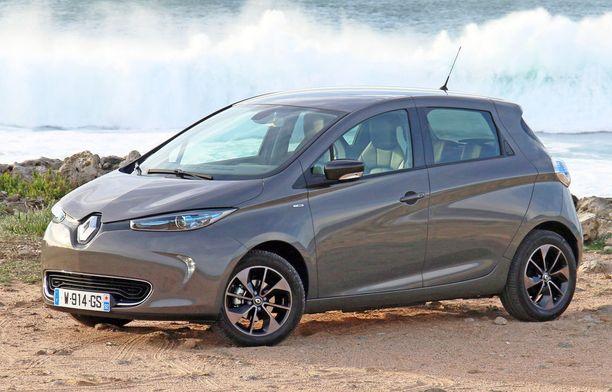 Renault Zoe ylsi samaan toimintamatkaan kuin Golf.