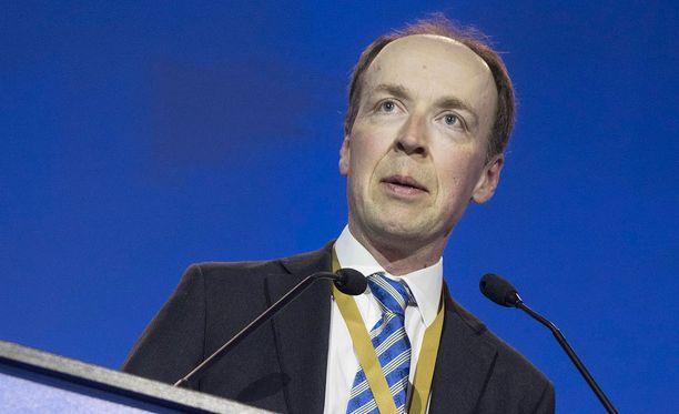 Pääministeri Juha Sipilä on kutsunut hallituskumppanit keskustelemaan hallitusyhteistyön jatkosta ja uuden puheenjohtajan ajatuksista maanantaina aamulla kello 10.