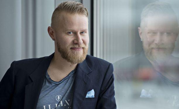 Vuonna 1978 syntynyt, toimittajana ja juontajanakin tunnettu Lauri Salovaara halusi saada miljoonaomaisuuden kasaan ennen kuin täyttää 40 vuotta.