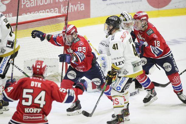 Jesse Saarinen ratkaisi ottelun tiistaina. HIFK on voiton päässä välieristä.