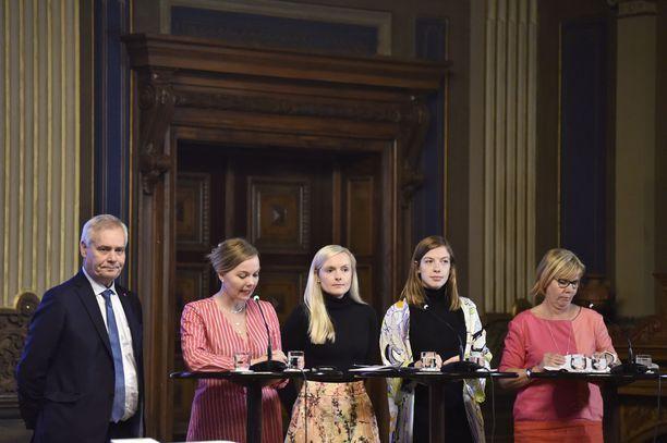 Antti Rinteen (sd) hallituksen johtoviisikko vuoden 2020 budjetti-infossa Säätytalolla tiistaina 18.9.2019.