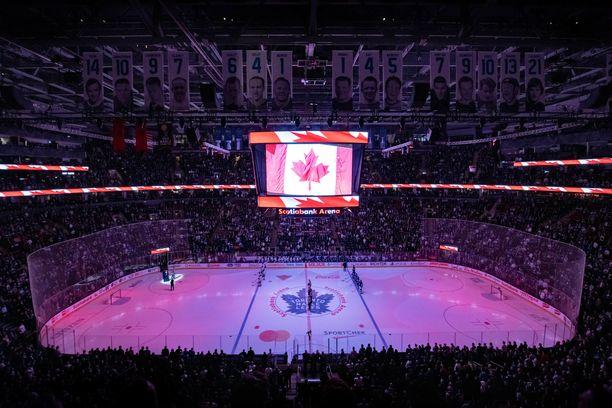 Toronton Scotiabank -hallissa ratkotaan pudotuspelejä.