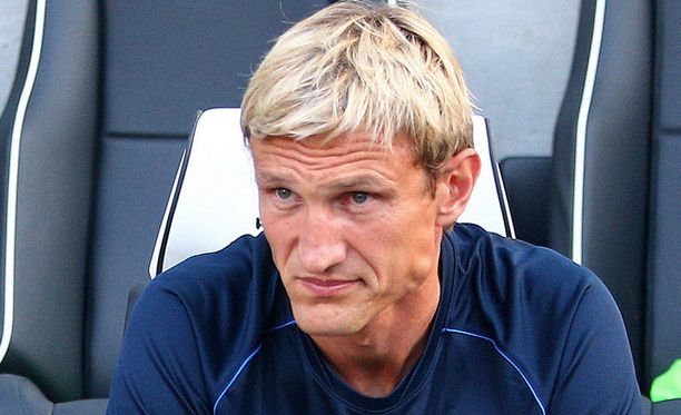 Sami Hyypiän pesti Englannin etelärannikolla jäi lyhyeksi.