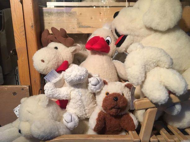 Joulutorilla on myynnissä esimerkiksi leluja ja matkamuistoja.