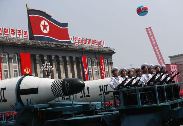 Pohjois-Korea esitteli arsenaaliaan viime vuoden huhtikuussa.