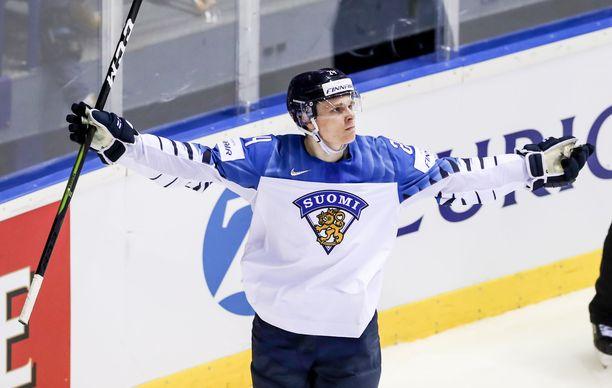 Kaapo Kakko on tehnyt jo viisi maalia kahdessa MM-ottelussa.