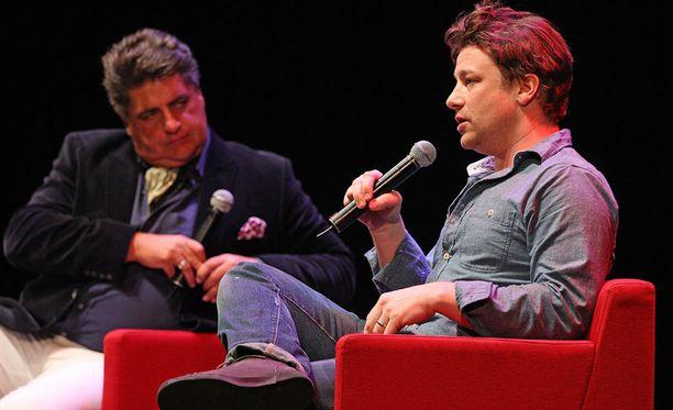 Jamie Oliver keskusteli Australian vierailullaan terveellisestä ruokavaliosta ruokatoimittaja ja tv-persoona Matt Prestonin sekä yleisön kanssa.