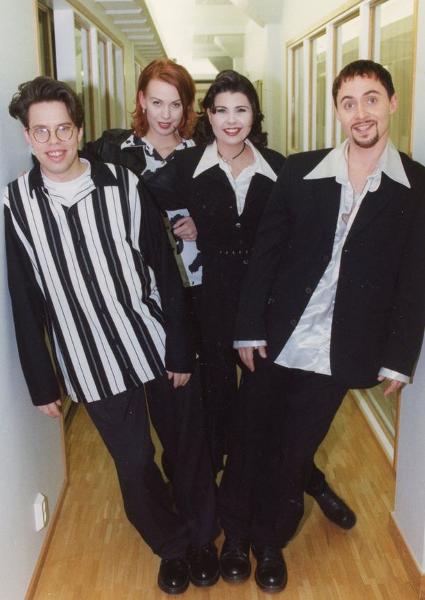 Aikakone vuonna 1995. Tuolloin Bändi oli juuri saanut Tähtikaaren taa -esikoisalbumistaan tuplaplatinaa.