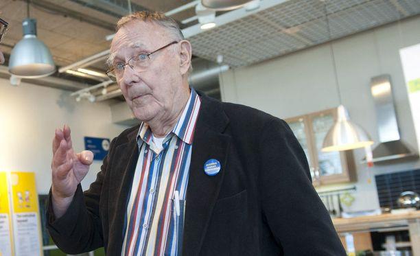 Ingvar Kamprad vieraili Espoon Ikeassa vuonna 2011.