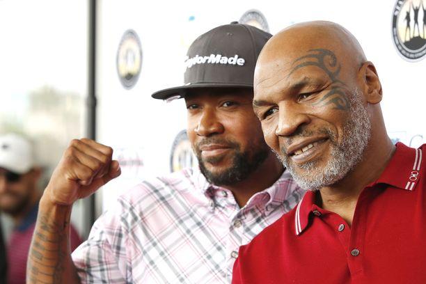 Mike Tyson (oikealla) on treenannut kurinalaisesti paluuottelua varten.