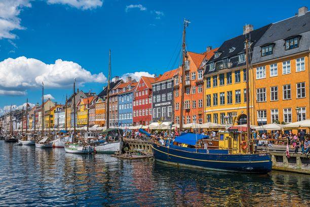 Tanskan ennustetaan toipuvan koronaviruksen talousvaikutuksista ripeästi. Kuvituskuva Kööpenhaminan Nyhavnista.