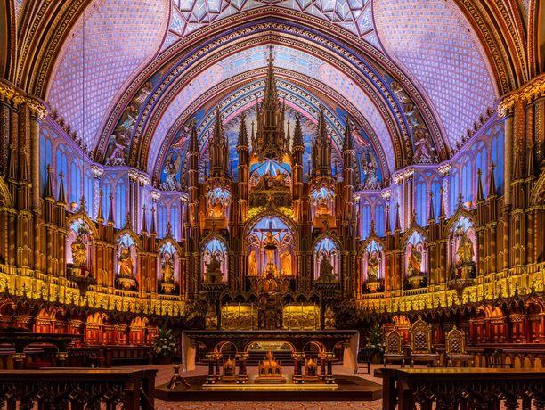 Kilpailun kahdeksas otos ikuisti Montrealin Notre-Damen basilikan väriloistoa ja symmetriaa.