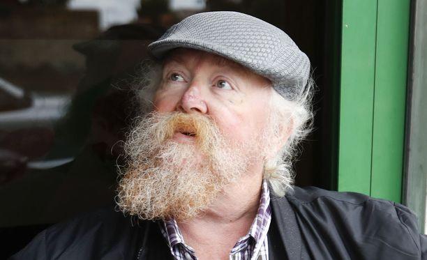 Katukahvilassa istuskellut lontoolainen Glyndwr Jones oli täysin kuutamolla yleisurheiluasioista. En ole lainkaan kiinnostunut urheilusta, hän sanoo.