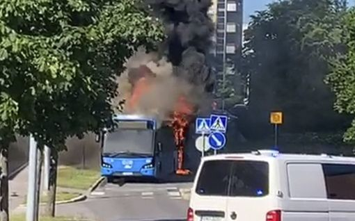 Kuljettaja huomasi bussinsa palavan kesken ajon Helsingissä
