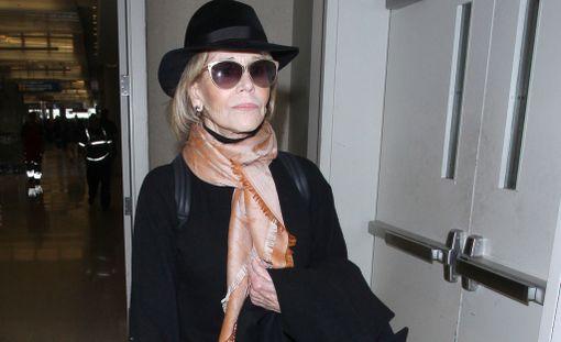Jane Fonda kuvattuna lokakuussa 2017 Los Angelesin lentoasemalla.