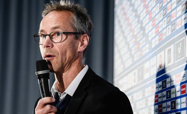 Naisleijonien luotsi Pasi Mustonen kommentoi keskustelua, joka käsittelee taklaajan vastuuta.