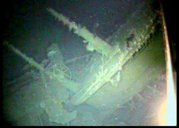 Sukellusvene kuvattiin kauko-ohjattavalla vedenalaisella kameralla.