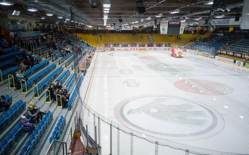 """Perinteikkään SM-liigahallin kunto on luhistunut – seura ja kaupunki eri linjoilla: """"Korjaamisessa ei ole mitään järkeä!"""""""