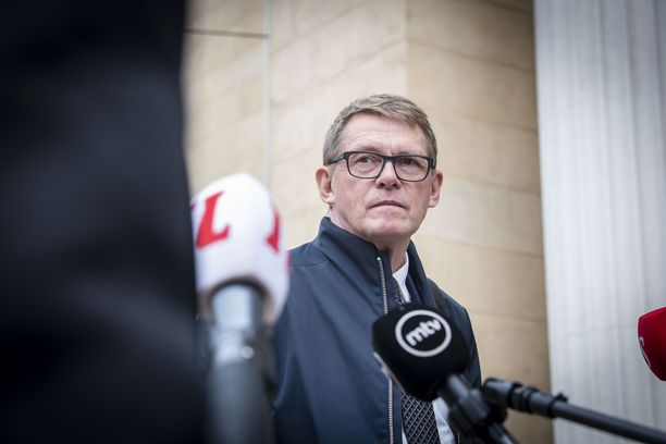 Valtiovarainministeri Matti Vanhanen (kesk) haluaa uudistaa autoilun verotuksen.