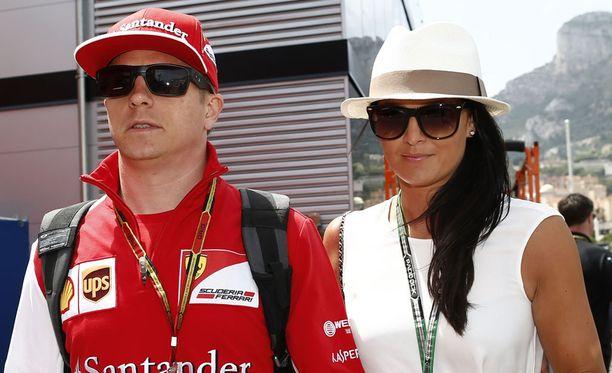 Kimi Räikkösen ja Minttu Virtasen äitienpäivä on sujunut F1-osakilpailun ehdoilla. Aamu alkoi kuitenkin herkkuaamiaisella.