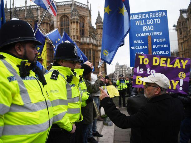 Brexitin kannattajat osoittivat mieltään brittiparlamentin ulkopuolella tammikuussa.