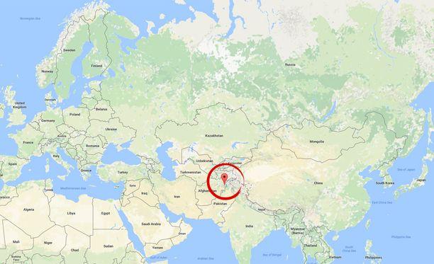 Nuristanin maakunnassa Afganistanin itäosassa vyöryt hautasivat täysin kaksi kylää: toisessa kylässä kuoli ainakin 50 ihmistä ja toiseen pelastajat eivät olleet vielä sunnuntaina edes päässeet.