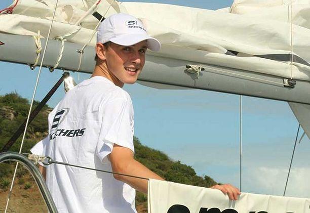 Kuvassa 14-vuotias Perham saapuu Karibianmeren Antiguan saarelle vuonna 2007.