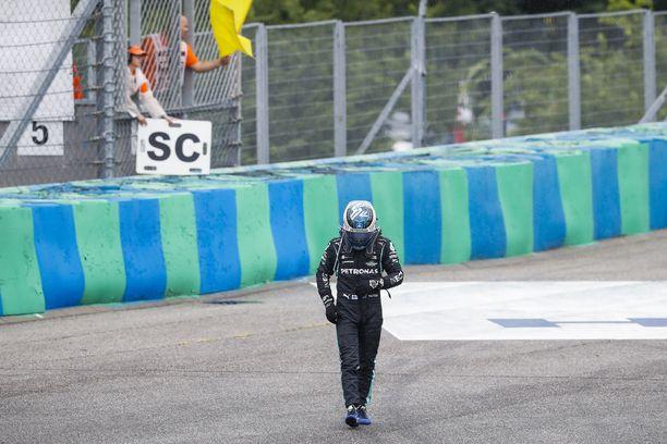 Valtteri Bottas joutui tyytymään apostolin kyytiin Unkarin GP:ssä.