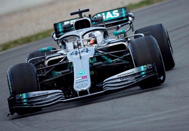 Lewis Hamilton jäi Katalonian testeissä eri sekuntiluvuille kuin Sebastian Vettel.