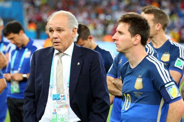 Alejandro Sabella ja Lionel Messi MM-finaalissa 2014, kun Saksa oli juuri vienyt pokaalin jatko-ottelussa.