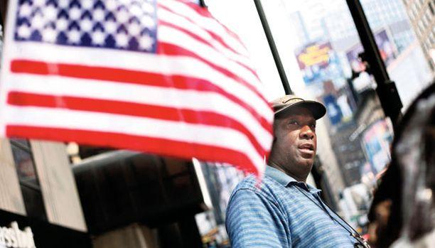 SANKARI Duane Jackson havaitsi Times Squarella epäilyttävän auton ja hälytti poliisin.