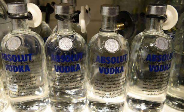 Poliisi on huolissaan ihmisten alkoholinkäytöstä Ruotsissa. Kuvituskuva.