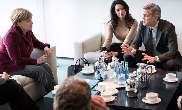 Amal ja George Clooney keskustelivat Angela Merkelin kanssa 40 minuuttia Syyrian tilanteesta.