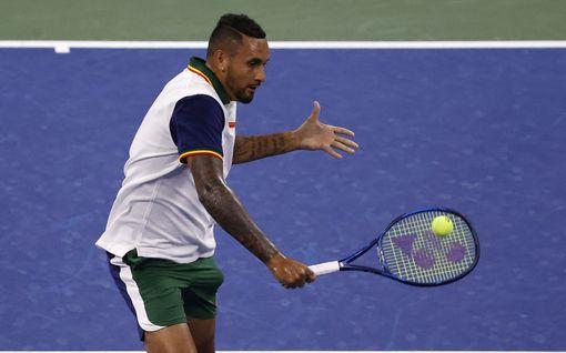Emil Ruusuvuoren tuleva vastustaja sai kokea tennistähden raivon – suuttui nyt pyyhkeen takia